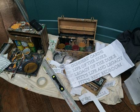 A decoration conservator's tool box